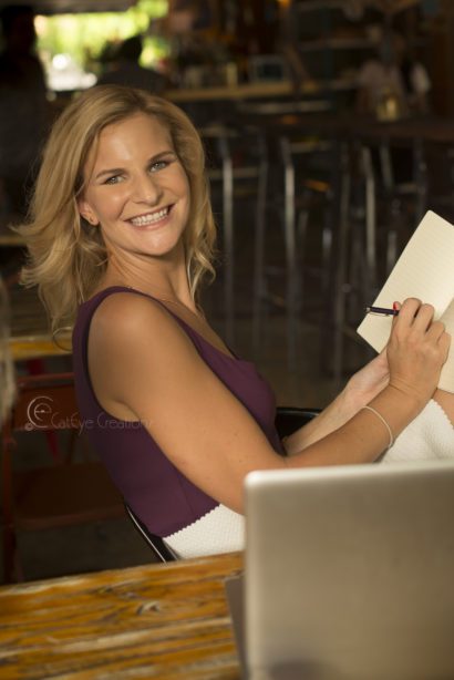 lifestyle portrait photography woman smiling